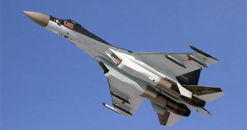 """El caza ruso SU-35, que no es simplemente un avión sino un """"ovni"""""""