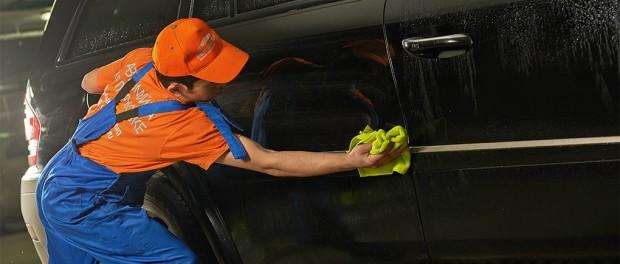 """La historia de éxito de la empresa rusa """"Fast and Shine"""" de lavado en seco de autos"""