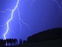 Los 6 mitos sobre las tormentas: qué hacer para no ser impactado por un rayo